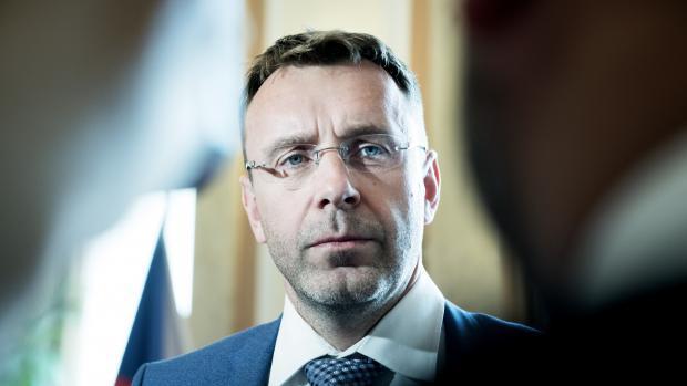 Kremlík končí jako ministr dopravy. Babiš vyzval k odchodu i jeho náměstka a šéfa dopravního fondu